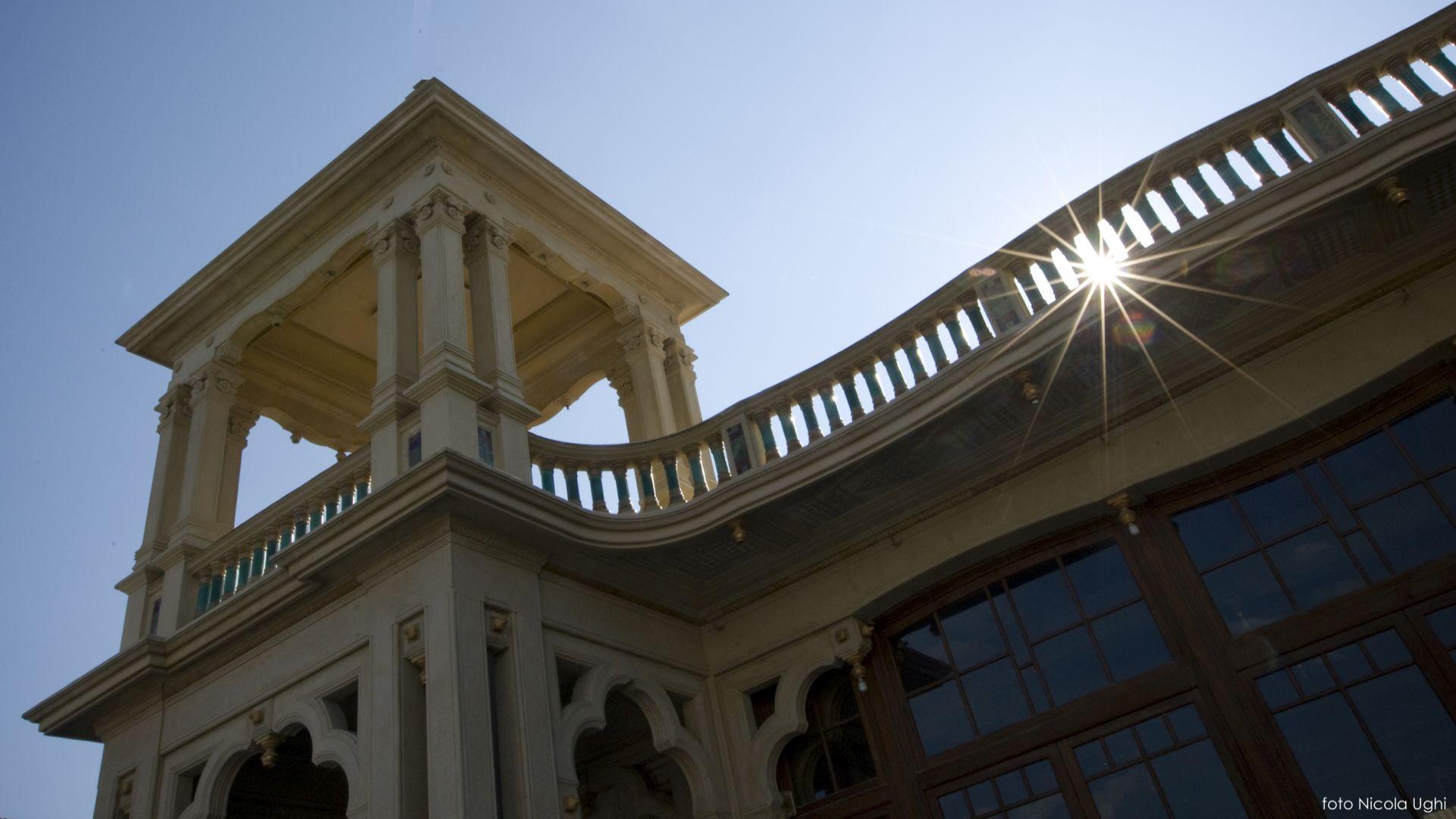 la passeggiata delle architetture liberty a Viareggio