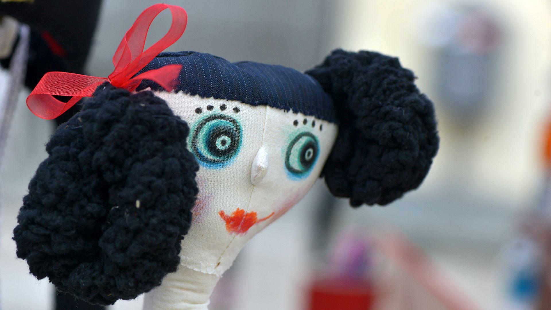 bambola del mercato arti e mestieri di lucca