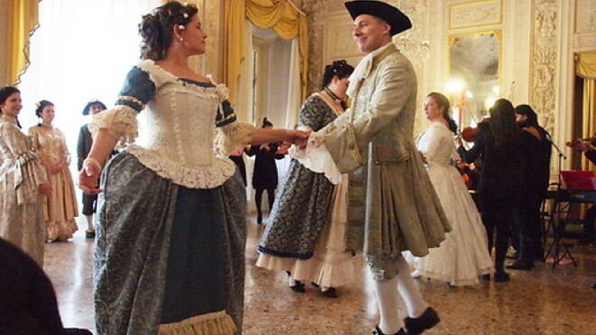 danzatori del laboratorio brunier danzano il Minuetto