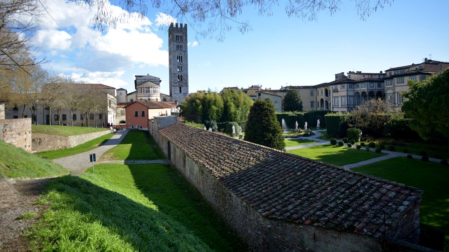 view of Palazzo Pfnaer and the apse of church san frediano from the citywalls of Lucca