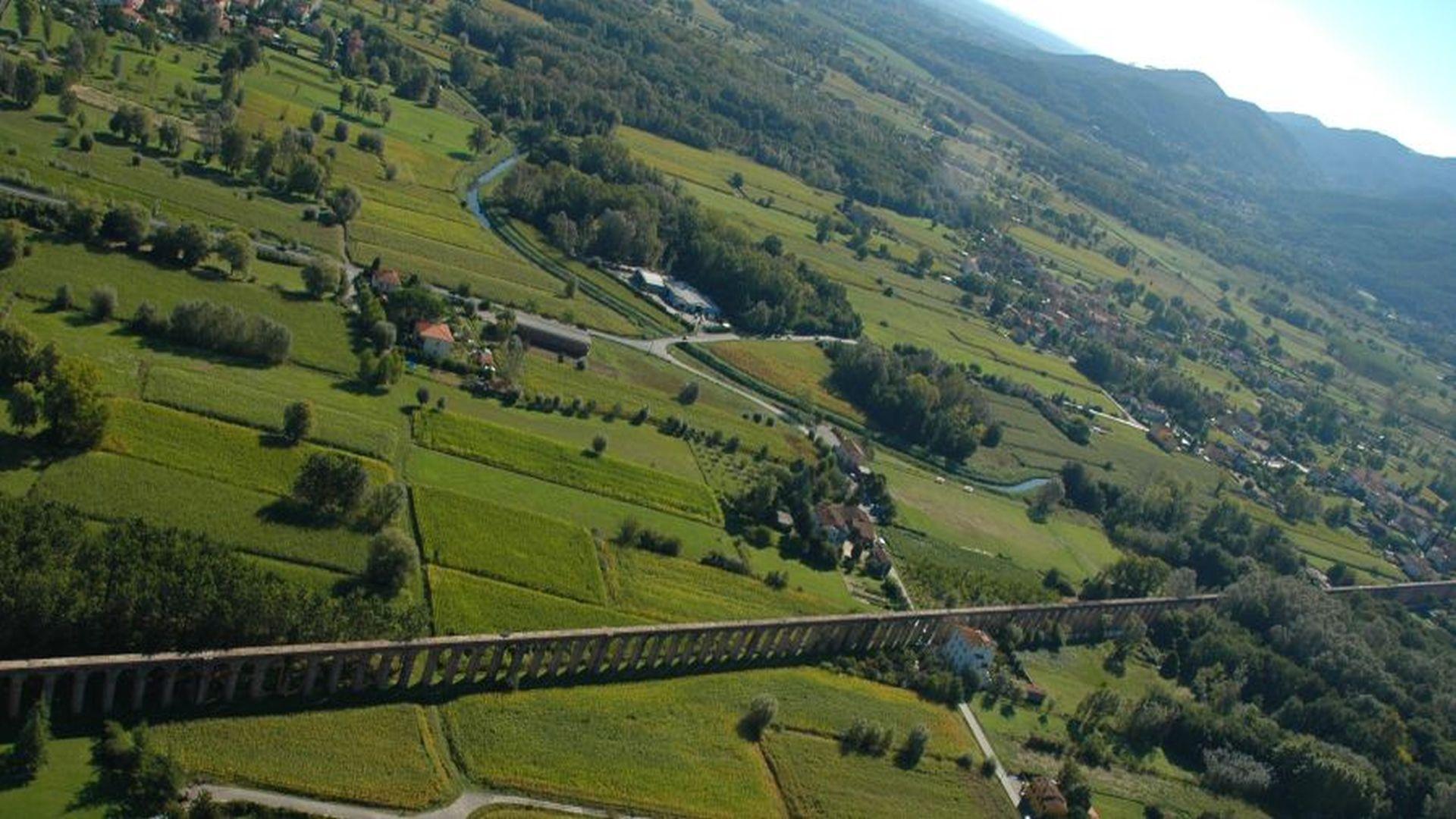 veduta aerea della piana di Lucca